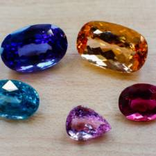 loose color gemstones